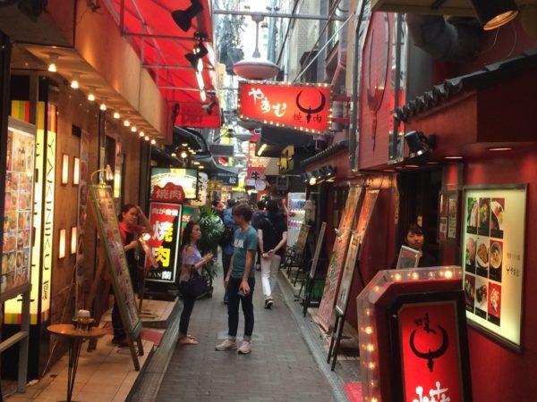 生野区鶴橋の駅まで徒歩5分の女性専用シェアハウス 商店街